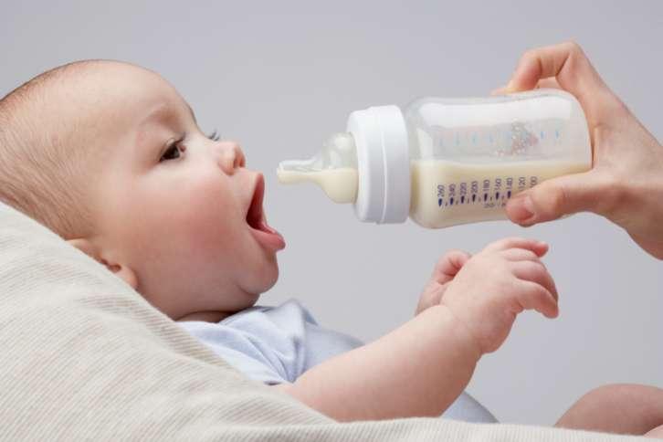 Hướng dẫn pha sữa cho bé
