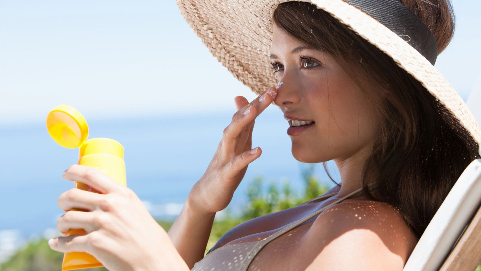Đừng quên kem chống nắng khi bạn đi bất cứ đâu, nhất là khi đi du lịch!